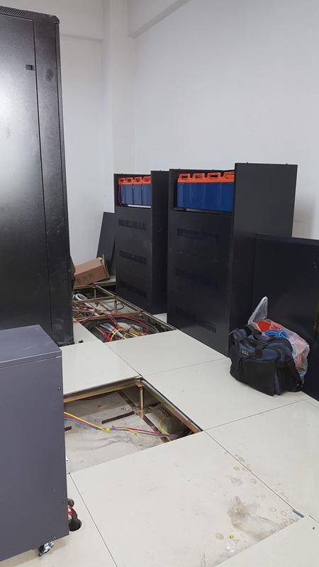 解放军####医院1楼信息机房20KVA UPS万博体育官网登录系统 于2018年4月22日安装调试完毕投入正常运行;      系统配置:SVC PT-3C20KL UPS主机 (配置 SVC.jpg