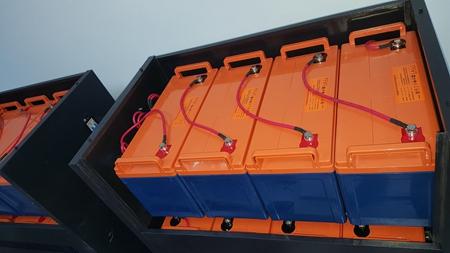 解放军####医院1楼信息机房20KVA UPS万博体育官网登录系统 于2018年4月22日安装调试完毕投入正常运行;          系统配置:SVC PT-3C20KL  UPS主机 (配置 SVC 12V100AH电池32只 ,A16电池柜2个) 万博体育官网登录系统 2套   05.jpg
